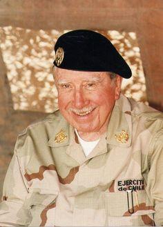 General Augusto Pinochet Ugarte en el desierto de Atacama