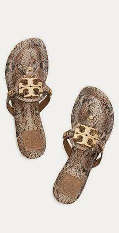 Perfect and comfortable sandals #newyearstylechallenge