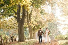 Nature's changing colors provide such a beautiful palette and textures for your seasonal wedding. Check out the romantic weddings our lovelies threw to find inspiration for your wedding in the crisp fall air. Elopement Inspiration, Wedding Photography Inspiration, Photoshoot Inspiration, Elopement Ideas, Vintage Outdoor Weddings, Romantic Weddings, Woodland Wedding, Autumn Wedding, Wedding Trends