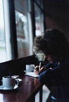 "OH MY GOD I saw this on Twitter with this caption:   ""What are you doing?"" ""Writing a letter"" ""But Harry she died 5 months a-"" ""Go away""   WHY DO PEOPLE DO THIS TO ME!?!?!?"
