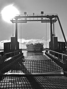 Martha's Vineyard Ferry Island Home pulling into the steamship dock Martha's Vineyard Ferry, Wonderful Places, Great Places, Vineyard Haven, Oak Bluffs, Heaven On Earth, Island Life, Beautiful Islands, Nantucket