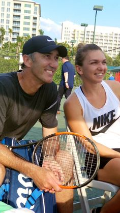 Simona Halep and his tennis coach Darren Cahil Best Tennis Rackets, Tennis Photos, Simona Halep, Sports Stars, Serena Williams, Tennis Players, Miami, Celebrities, Soccer