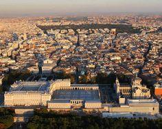 Panorámica de Madrid, con el Palacio Real en primer término y el parque de El Retiro al fondo
