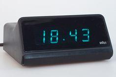 Braun DN 40 digital alarm clock (black) (Dieter Rams / Dietrich Lubs 1976)