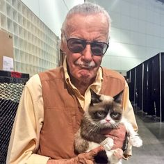 Stan Lee and Grumpy Cat backstage at by realgrumpycat Marvel Comics, Marvel Memes, Marvel Avengers, Stan Lee, Grumpy Cat, Iron Man, Spiderman, Movies And Series, Cutest Couple Ever