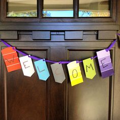 Use paint swatches to create welcome sign at housewarming party Housewarming Decorations, House Warming Party Decorations, Housewarming Party Favors, Open House Parties, Welcome Banner, Party Entertainment, Paint Party, Signs, Party Gifts