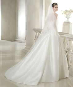 Style * SIANNAN * » Wedding Dresses » Costura 2015 Collection » by San Patrick Shown with side Pockets at skirt (back)