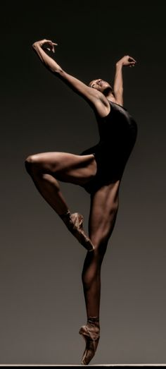Alonzo King LINES Ballet's Courtney Henry, photographed by RJ Muna.