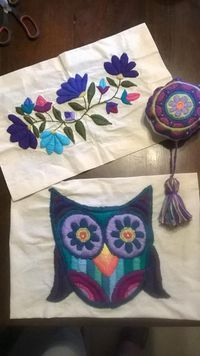 Set aside a weekend for these easy crafts to make and sell. These are the projects you need, if you want to start selling! Embroidery Needles, Crewel Embroidery, Hand Embroidery Patterns, Floral Embroidery, Cross Stitch Embroidery, Embroidery Designs, Bordado Floral, Mexican Embroidery, Craft Work