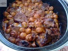 ΚΟΚΚΙΝΙΣΤΟ ΜΟΣΧΑΡΙ ΜΕ ΜΑΝΙΤΑΡΙΑ ΚΑΙ ΓΛΥΚΟ ΚΡΑΣΙ ΣΤΗΝ ΓΑΣΤΡΑ Pot Roast, Beans, Vegetables, Ethnic Recipes, Food, Christmas, Carne Asada, Xmas, Roast Beef