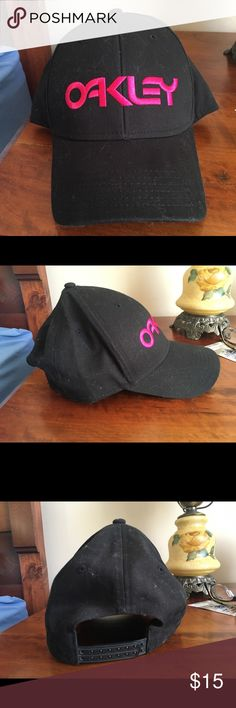 Oakley baseball cap Adjustable Black Oakley baseball cap with OAKLEY written in pink Oakley Accessories Hats