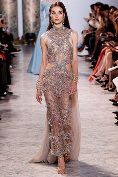 Elie Saab Haute Couture - Pasarela   Galería de fotos 53 de 59   VOGUE