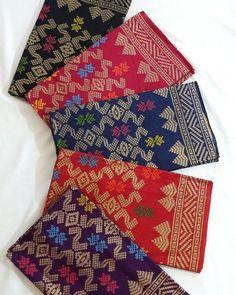 Set Katun Bali Prada The Super best seller  terdiri dari sofia kw atau sofia ori dengan bawahan katun Negara motif sisir tumpal mewah classic mirip dengan songket original Bali punya tidak pasaran ready 5 warna cantik dan cocok dengan segala kebaya atasan recomended  Harga: 55.000/2m1.15m (kamen saja) 1 set sofia kw: 100.000 1 set sofia ori: 140.000 Grosir PM.  reseller or dropship or grosir contact via:  kutbi textile jalan sulawesi no: 43 dan 49 Denpasar Bali no telpon: 0361222418 dan…