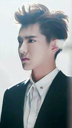 I still pin some of Yifan's pics in my EXO board Sehun And Luhan, Kris Exo, Wu Yi Fan, Sad Faces, K Pop Music, Korean Boy Bands, Exo Members, Chinese Model, Cute Anime Guys