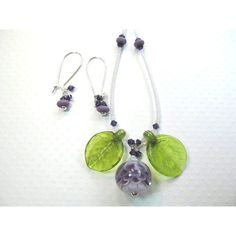 Necklace earrings purple and white petal glass lampwork beads and... (165 BGN) ❤ liked on Polyvore featuring jewelry, earrings, handcrafted earrings, swarovski crystal jewelry, clear earrings, leaf earrings and glass bead earrings