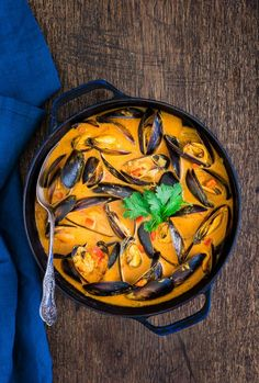 Today I am sharing my version of a Tanzanian seafood curry. The mussels are cooked in a sauce spiced with cloves, cardamom, coriander and ginger and enriched with some creamy coconut milk and delicious finely sieved tomatoes. Oh folks, just imagine the rich flavours in this.