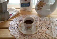 Il caffè ammantecato è una ricetta siciliana molto antica. Si tratta di una bevanda calda fatta con latte di mandorla e caffè.