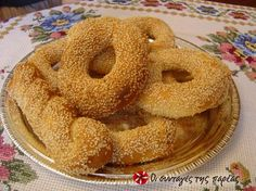 Great recipe for Fluffy and quick koulouria from Thesaloniki. Easy, fluffy, quick, tasty koulouria (sesame bread rings, like bagels)! Recipe by Μπαχαρούλης