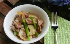 ~*Pinned & Tried*~  Pepper Steak with Potatoes: 1½ pounds boneless beef sirloin petite steak, thinly sliced; 2 teaspoons Spice World minced garlic; 2 tbsps olive oil; 1 green pepper, thinly sliced; 1 onion, sliced; Black Pepper; Seasoning Salt; Steak Seasoning; 4 tsp cornstarch; 1 cup beef broth.  I followed recipe except I didn't use potatoes; sauteed peppers & onions in 1 tbsp oil; when i returned beef to pan I added black pepper, salt & steak seasoning then mixed well.  I serve w/ Lo Mein.