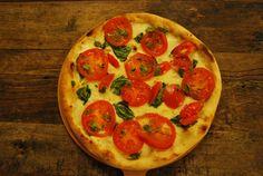 ¿Te entran ganas de comerte esta pizza tan esponjosa?   La razón se encuentra en el correcto amasado de la masa de la pizza. Sigue nuestros secretos y prepárate para enamorar con tu pizza. http://www.thinkingfoods.com/es/blog-item-es/item/409-por-que-la-pizza-me-sale-seca-y-a-otros-les-sale-esponjosa