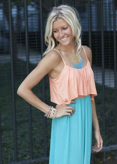 im not one to usually like maxi dresses, but this one is gorgeous