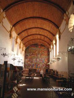Biblioteca Publica Gerturdis Bocanegra con su legendario Mural sobre la Historia de Michoacán pintado por Juan O'Gorman