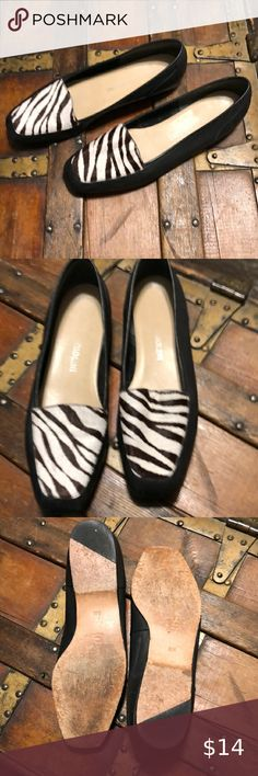 Women's Angiolini Leather Loafers Animal hide trim. Still in good condition Enzo Angiolini Shoes Flats & Loafers Beige Flats, Black Leather Loafers, Orange Leather, Leather Slip Ons, Leather Shoes, Nautical Shirt, Dress Flats, Online Thrift, Slingback Flats