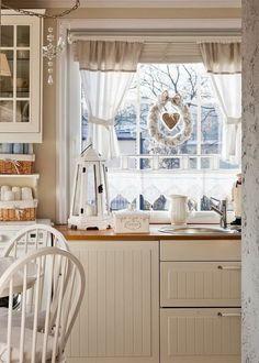 Кухня в  цветах:   Бежевый, Белый, Светло-серый, Серый.  Кухня в  стиле:   кантри.