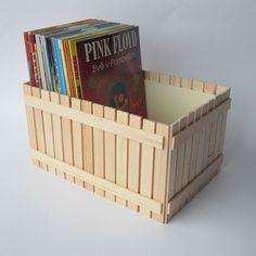 Box na DVD Originální dřevěný box na DVD nebo cokoliv jiného, zdobený nalepeným malým plotem. Box je uvnitř natřen barvou vodou ředitelnou, bezpečnou pro děti. Dřevěný plot je nalakován matným lakem, také zdravotně nezávadným. Plot je ruční výroba, nestejná výška jednotlivých dřevíček je záměrem. Velikost: 26 x 18 x 14 cm Box na DVD je vhodný kombinovat s ... Storage, Box, Pink, Home Decor, Purse Storage, Snare Drum, Decoration Home, Room Decor, Hot Pink