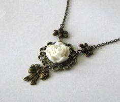 Ketting met witte bloem en bijen bronskleurig van Rontalo Handgemaakte sieraden en tassen op DaWanda.com