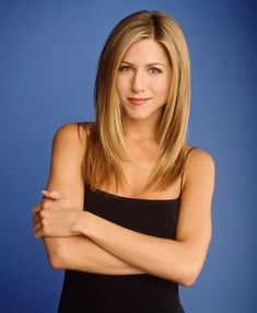 Jennifer Aniston, The Fashion Icon Of Hollywood. Jennifer Aniston became the powerful household name after her graceful role as Rachel Green on. Famous Hairstyles, 90s Hairstyles, Celebrity Hairstyles, Straight Hairstyles, Simple Hairstyles, Peinados Jennifer Aniston, Jenifer Aniston, Jennifer Aniston Hair Friends, Jennifer Friends