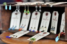 like the ability to lay card on shelf and let earrings dangle