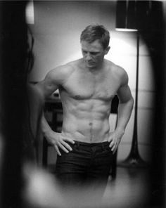 Daniel Craig – It's no surprise that the sexiest, most rugged James Bond, would be on top of our hot James Bond, Rachel Weisz, Pretty People, Beautiful People, Prince Charmant, Celebrity Bodies, Celebrity Portraits, Celebrity Workout, Actrices Hollywood