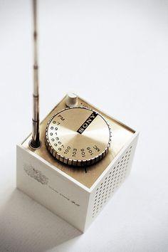 Sony Cube Plastic and Chromed metal transistor radio Radios, Sony Design, Radio Design, Antique Radio, Transistor Radio, Vintage Design, Automotive Design, Home Deco, Cool Ideas