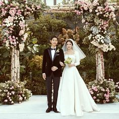 ♡Song Song Wedding♡Finally Song Joong Ki And Song Hye Kyo Release Gorgeous Wedding Photos. Song Hye Kyo and Song Joong Ki have shared some absolutely stunnin. Wedding Songs, Wedding Couples, Wedding Photos, Wedding Bells, Song Joong Ki, Cha Tae Hyun, Decendants Of The Sun, Sun Song, Park Hae Jin