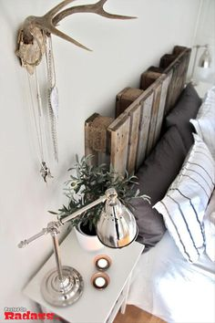 Pallet headboard, the look is high great, the cost is even better! Cheers!