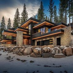 Mountain Home Exterior, Modern Mountain Home, Dream House Exterior, Mountain Houses, Dream Home Design, Modern House Design, Millionaire Homes, Mansions Homes, House In The Woods