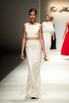 Tot-hom_FW14 #tothom #altacostura #elegancia #modamujer #moda #fashion #desfile #fw14 #Barcelona #Madrid #tendencia #model #modelo #minimal #crêpe #noche #fiesta #chantilly #shantung #fantasia #mujerespecial #tejidos #leopardo #invierno Tot Hom, One Shoulder, Formal Dresses, Madrid, Barcelona, Fashion, Role Models, Long Dresses, High Fashion