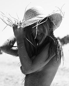 Image uploaded by Charlotte Declercq. Find images and videos about girl, hair and summer on We Heart It - the app to get lost in what you love. Beach Shoot, Beach Boudoir, Beach Bum, Beach Hats, Beach Girls, Black N White, Island Life, Summer Of Love, Summer Vibes