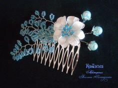 """Гребень """"Весенний бутон""""  Гребень для волос 5.5 Х 4 см, украшенный китайскими перламутровыми бусинами, ветками из медной проволоки и бисера, цветок выполнен в лаковой технике."""