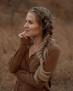 Photo shared by Anna Lyn Cook | Travel   Style on October 19, 2020 tagging @jz.styles, and @jzstyles.co. Image may contain: 1 person, outdoor and closeup. Blonde Hair Inspiration, Fishtail Hairstyles, Travel Hairstyles, No Heat, Travel Style, Close Up, Dreadlocks, October 19, Hair Styles