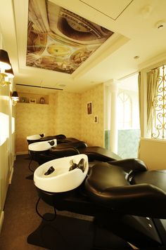 Beauty salon interior design ideas | + hair + space + decor + designs + Tokyo + Japan | Follow us on https://www.facebook.com/TracksGroup <<<【Lond シャンプーエリア】アンティーク 美容室 内装