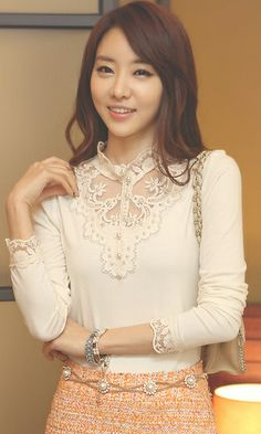 Korean Ladies  new fashion lace collar temperament personality render shirt white,just amazing shirt and color is also nice