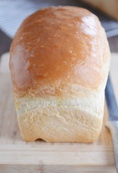 This is the best white sandwich bread ever! It is surprisingly easy to make and is perfect for sandwiches and toast (French toast, too! Sandwich Bread Recipes, Sandwich Bar, Homemade Sandwich Bread, Sandwich Buns Recipe, Breakfast Sandwiches, Rolls Recipe, How To Make Bread, Bread Baking, Baked Goods