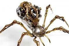 Christopher Conte est un artiste new-yorkais d'origine norvégienne qui a travaillé plus de seize ans dans les prothèses mécaniques pour les personnes amputées.  Passionné par la biomécanique et la robotique, il utilisait son temps libre à la création de créatures articulées. Depuis 2008, il s'est lancé à temps plein dans cette passion.  Le résultat: ces sculptures fascinantes de précision qui mélangent travail imaginaire et figuratif.