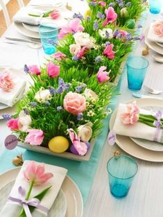 This Easter Brunch Decor Might Even Be More Impressive Than You Meal - 24 Easter Table Decorations – Table Decor Ideas for Easter Brunch - Easter Flower Arrangements, Easter Flowers, Cut Flowers, Fresh Flowers, Floral Arrangements, Floral Centrepieces, Easter Brunch, Easter Party, Easter Dinner