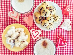 Breakfast at home, with delicious latte machiatto and homemade cookies (jam cookies in the left part of the picture, chocolate cookies in the right part). These jam cookies are actually very popular in Romania, and are usually filled with plum jam, a local specialty :) Our grandparents always have stocks of plum jam or plum marmalade. Yup, these are different :)) The marmalade is harder in consistency, while the jam is more liquid and sweeter.