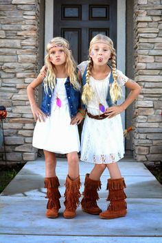 These Halloween Costumes Are Groovy Enough for the Whole Family DIY Hippie Halloween Costumes Mens Disco Costume, Costumes Assortis, Decades Costumes, Best Friend Halloween Costumes, Vampire Costumes, Kids 70s Costume, Diy Halloween, Costume Ideas, Women Halloween