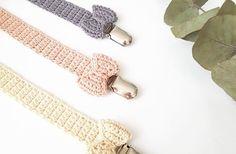 til baby Arkiv - Stine Bohn Love Crochet, Crochet For Kids, Diy Crochet, Crochet Toys, Baby Knitting Patterns, Crochet Patterns, Crochet Pacifier Clip, Dummy Clips, Newborn Crochet