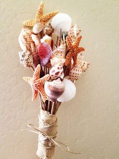 {DIY} Shell Bouquet I would love this! On a cold winter day this would be so pretty to loo How adorable! {DIY} Shell Bouquet I would love this! On a cold winter day this would be so pretty to look at! Seashell Bouquet, Seashell Art, Seashell Crafts, Beach Crafts, Diy Crafts, Starfish, Seashell Projects, Alternative Bouquet, Beach Themes